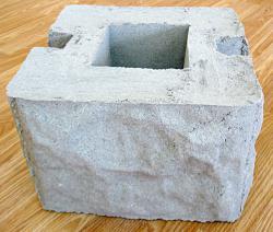 Бетонный блок для столба наборного забора - фактура бут