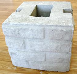 Бетонный блок для столба наборного забора - фактура кирпич
